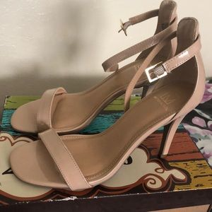 Macy's cream/ nude only used once heels